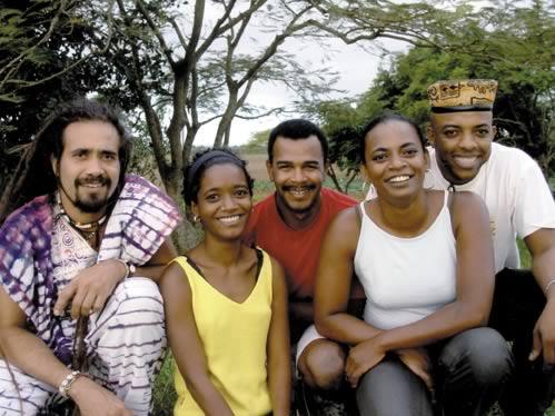 Vincent Philéas (au centre) et le groupe Salem tradition - droits réservés