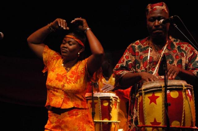 Rasin Mapou de Azor et ses danseuses crédit : Daniel Manoury